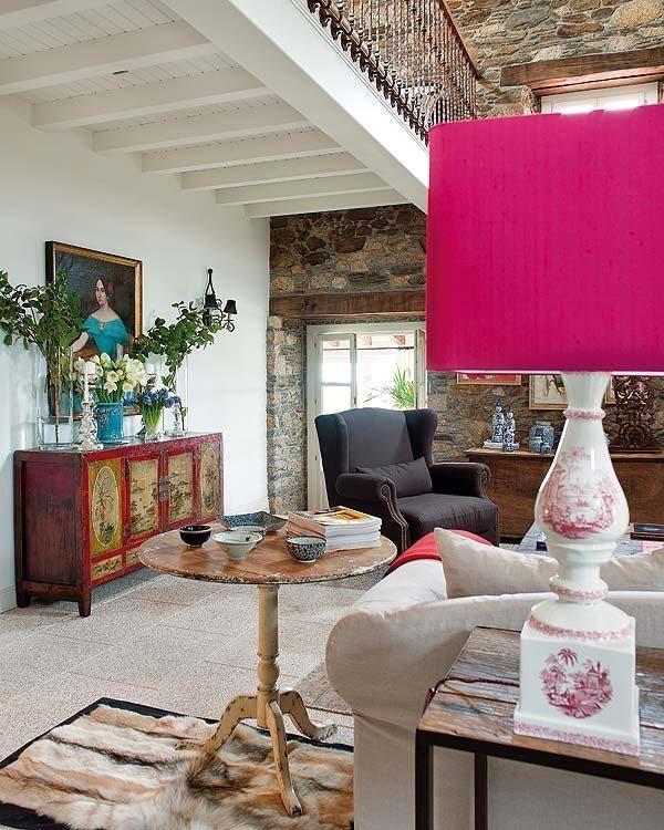 Small fur rug makes for an elegant living room