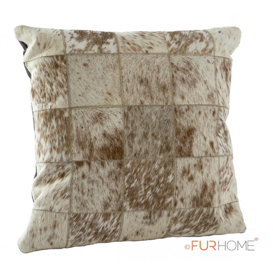 δερματινο μαξιλαρι Ασπρο με σποτ  μπεζ- pony skin