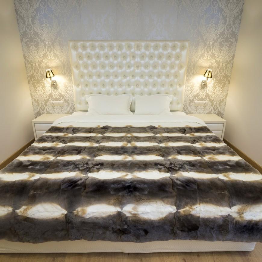 Orylag Fume fur blanket in luxurious bedroom