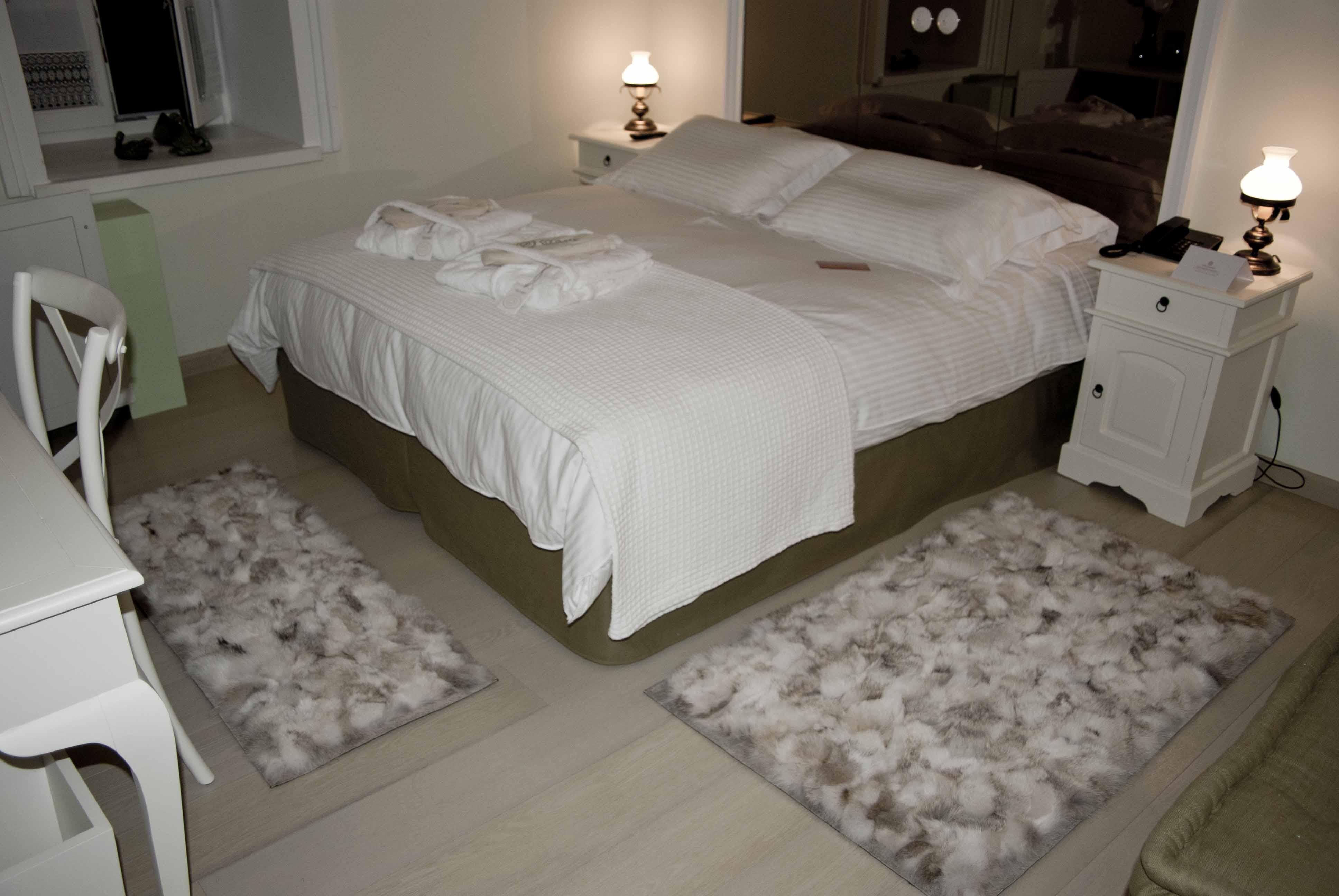 Wolf natural fur rugs / Bedroom mats